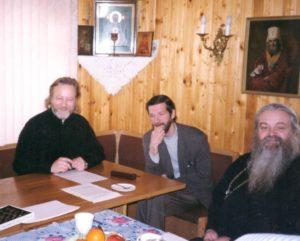 Вместе с игуменом Валерием (Ларичевым) и Г.И. Копейко, храм святителя Николая в Ромашково, 1990-е гг.